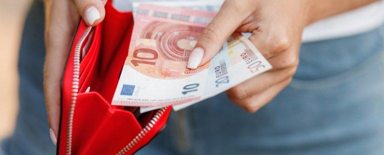 El 83% de las compras en España se hacen con dinero en efectivo